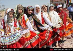 دانلود نقش لباس های سنتی در جذب گردشگر